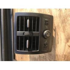 Воздуховод задний с кнопками подогрева сидений Audi Allroad