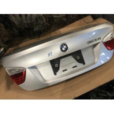 Крышка багажника в идеале серебро BMW E90